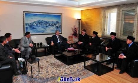 Güney Türkistan-Kuzey Afganistan milletvekili Turdahun atabekoğlu, beraberindeki heyetle birlikte Van valisi Münir Karaloğlu'nu makamında ziyaret etti.